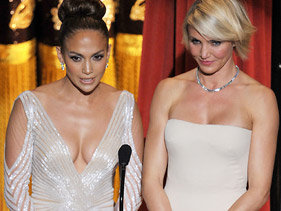 Did Jennifer Lopez have a wardrobe malfunction at the Oscars?