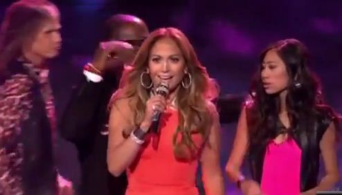 """American Idol"" judges rush the stage to save Jessica Sanchez"