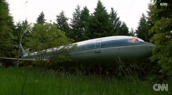 Oregon man turns 727 airplane into his dream home (Video)
