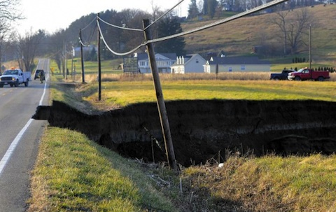 Ohio Sinkhole: a 200-foot-long sinkhole collapses in Dover Township