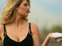 Swimsuit Model Kate Upton Mercedes Benz Super Bowl Ad (video)