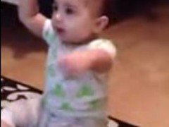7-Month-Old Baby Dances to 'Gangnam Style' (VIDEO)