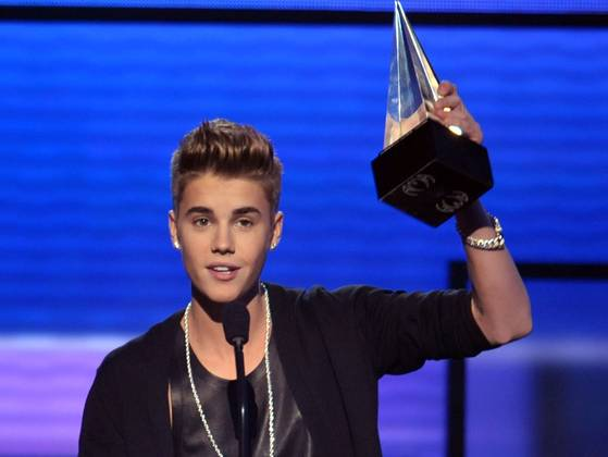 American Music Awards 2012 Names Justin Bieber Artist Of The Year Annewsments